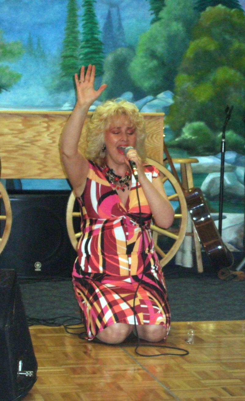 Nana Tana Singing & PRAISING GOD in BRANSON!